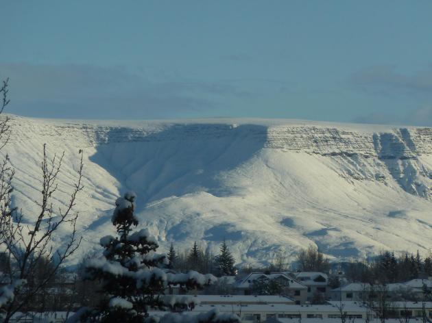 Esja in the snow this morning. Photo by Hanna Adelheid